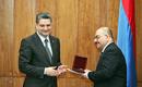 Премьер наградил директора информационного агентства «АРКА» памятной медалью